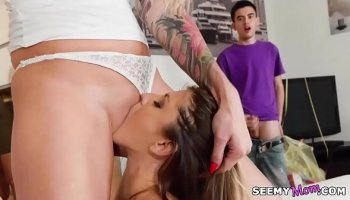 Passionate sex with mature woman Tylo Duran in a bath